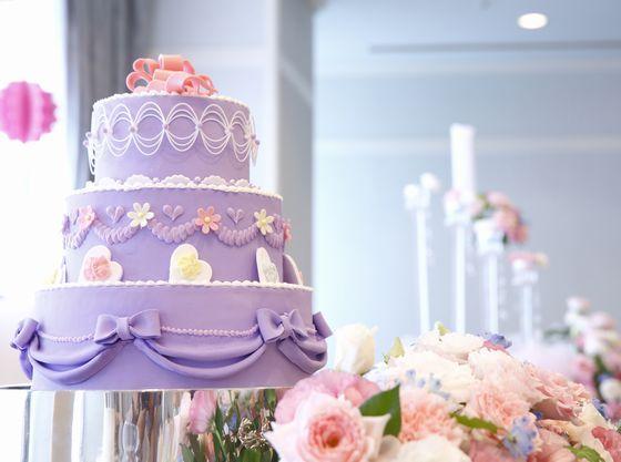自慢のウェディングケーキはリクエストを伺いオリジナル制作も可