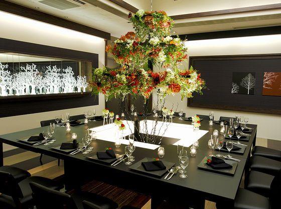 ファミリーだからこそ、大きなテーブルをゲストみんなで囲むスタイルが人気