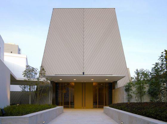 「ザ・ムーラン」は和装が映える挙式場。大階段での折り鶴シャワーも人気