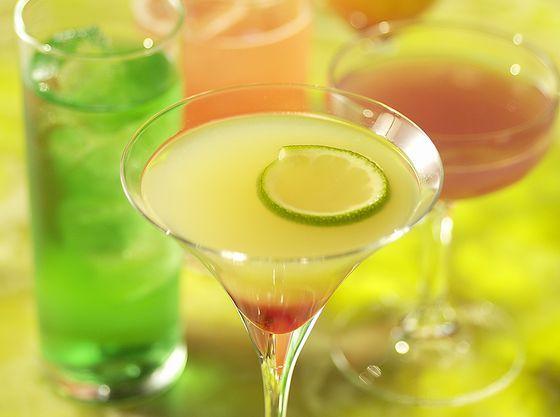 カラフルなノンアルコールカクテルやノンカフェインメニューも豊富