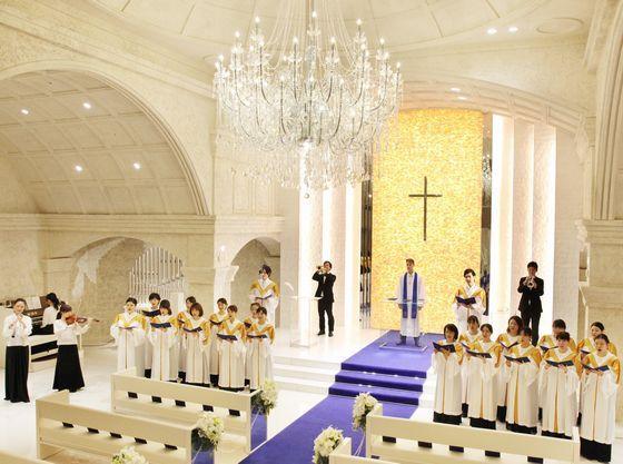 日本最大級の聖歌隊と生演奏の大迫力に誰もが感動いたします