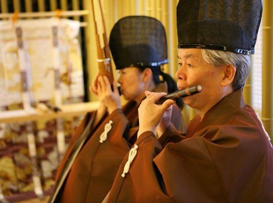 竹笛の生演奏と共に竹の香りが漂う洗練された空間に