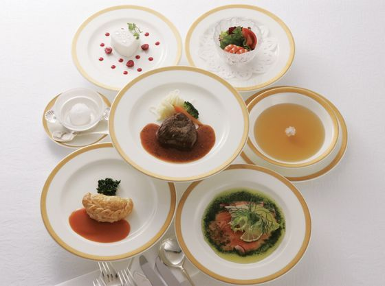 フレンチコースはもちろん、和食や中華のコースもご用意しております!