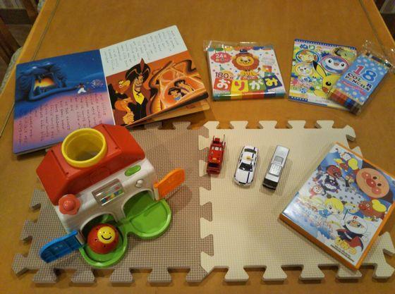 マット、おもちゃ、絵本、折り紙、塗り絵などの貸し出しもあり