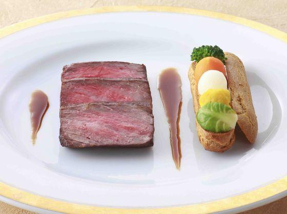 フレンチ、日本料理、和洋折衷、中国料理から選べる料理は大評判